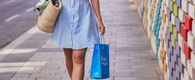 foto chica de compras por alicante 2