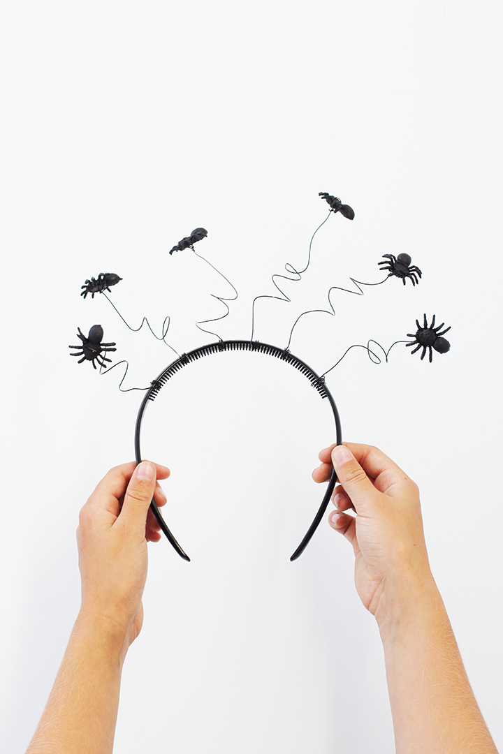 Make this super simple spider headband for Halloween!
