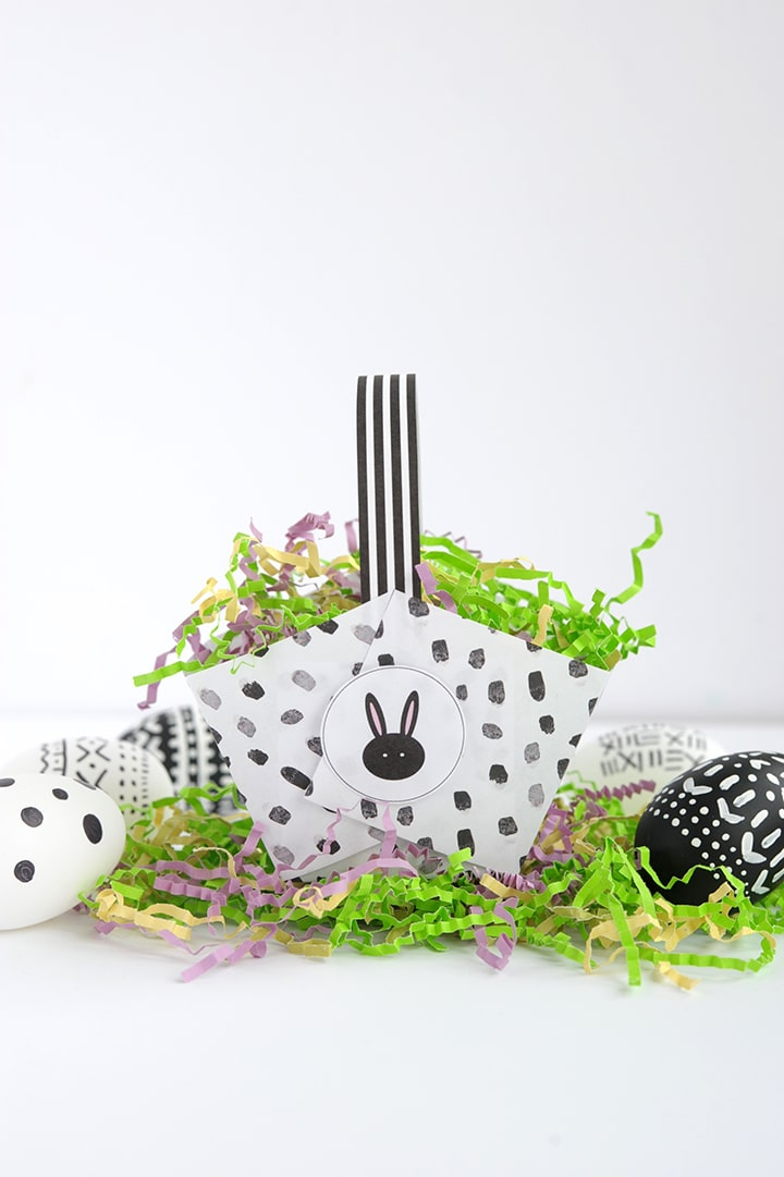 Modern DIY Paper Easter Baskets with Free Printable. Make these cute baskets in just five minutes!