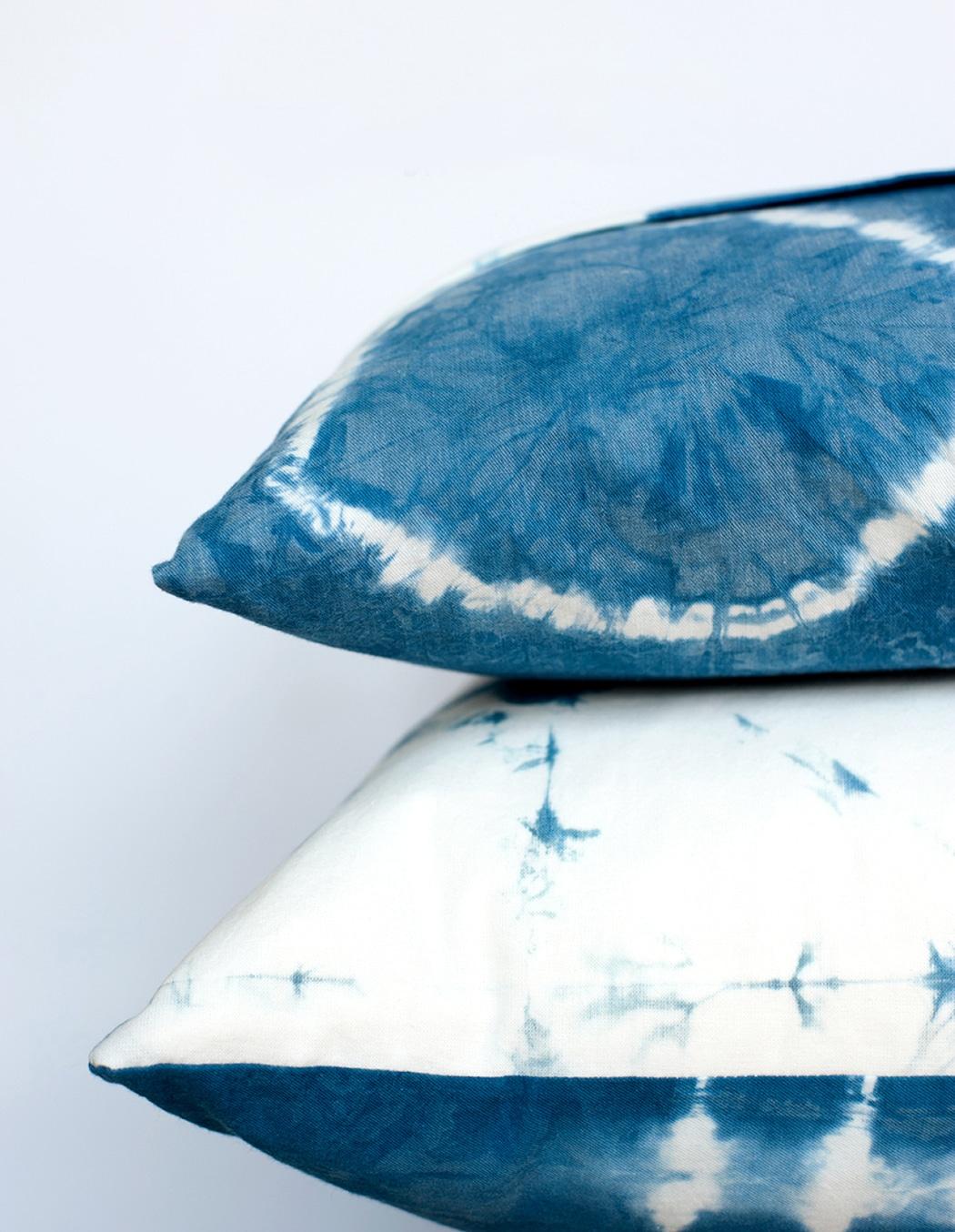 Make these gorgeous shibori indigo dyed pillows.