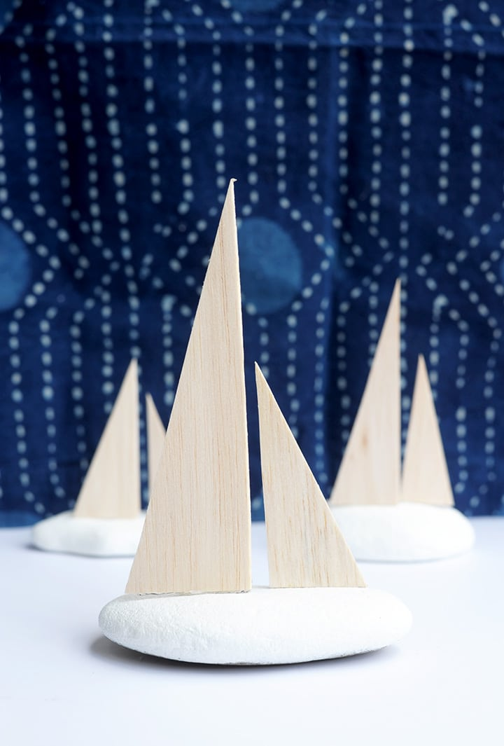 Make this DIY Modern Decorative Sailboat in four easy steps!