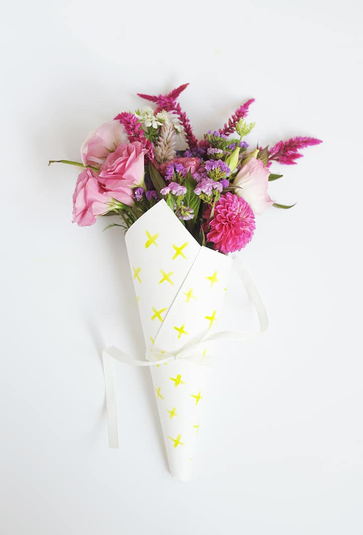 Make these cute DIY Watercolor Flower Bouquet Wrap with your favorite blooms. Makes such a sweet hostess gift.