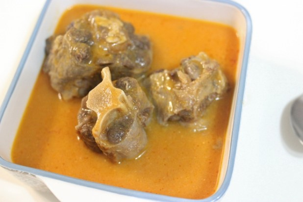 Queue de Boeuf Sauce aux amandes de mangue sauvage (ndo'o)