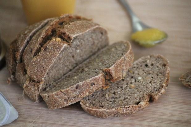 pain complet aux céréales