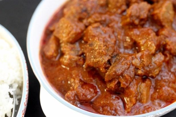 Bœuf à la sauce tomate épicée