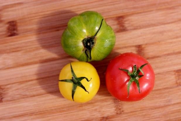 salade de tomates colorées et avocat