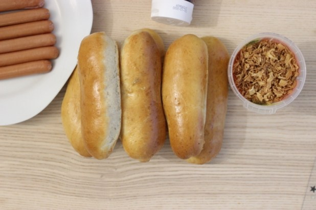 hot-dogs buns