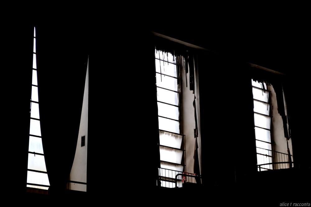 Teatro Rivoli   Valdagno (VI - Italia) : particolare finestre