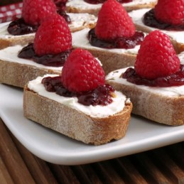 Easy Raspberry Cheesecake Crostini | alidaskitchen.com