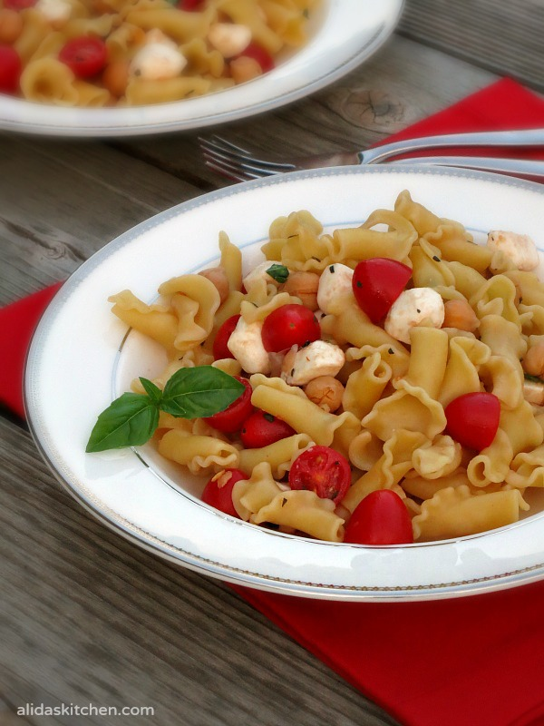 Caprese Pasta Salad | tomatoes, basil and mozzarella mixed with pasta, tossed in a light balsamic vinaigrette with a protein boost from chickpeas #WeekdaySupper #ChooseDreams