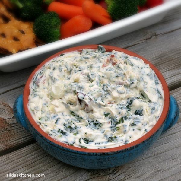 Creamy Spinach & Artichoke Dip | alidaskitchen.com