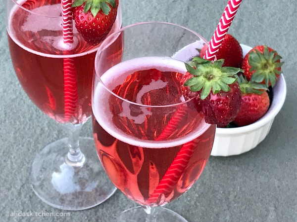 Apple Cider Vinegar Berry Sparkler | alidaskitchen.com