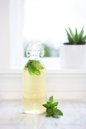 Learn how to do an apple cider vinegar hair rinse with mint water and peppermint essential oil. Stimulates hair growth, helps treat dandruff and makes the hair cuticle lie flat, leading to shinier, healthier hair that resists breakage.
