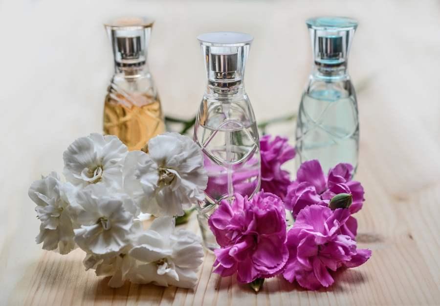 natural perfume mixing