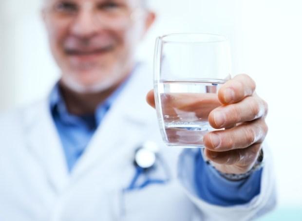 Beber agua entre las recomendaciones sobre alimentación saludable