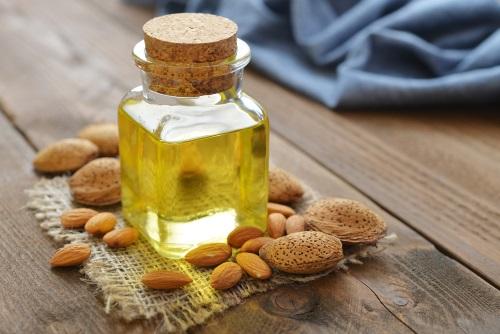 aceite de almendras para el cuidado de la piel en verano