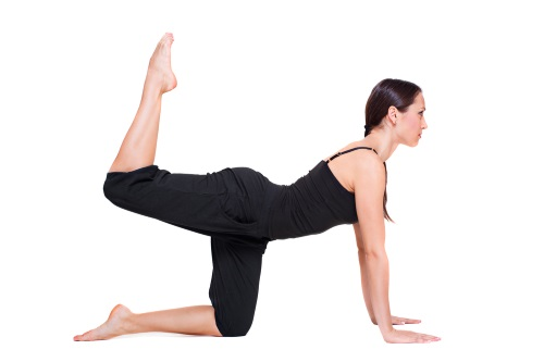 ejercicios de gimnasia: patada de cola de caballo