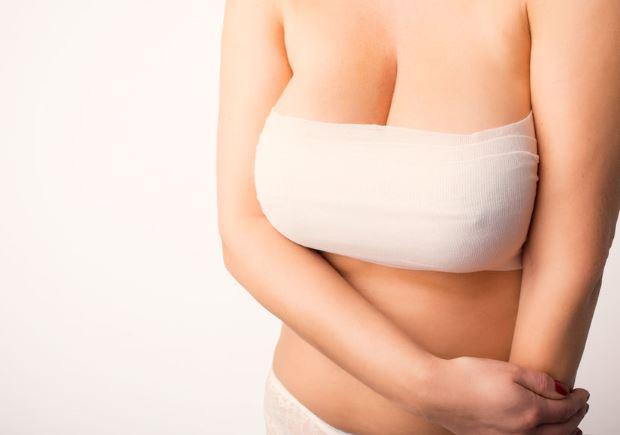 Cómo cuidarse tras una operación de aumento de pecho