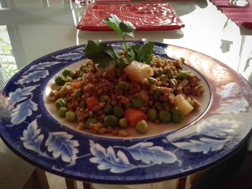 wok di verdure grano saraceno piselli ricetta vegetariana 01