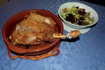 Lechazo asado con ensalada