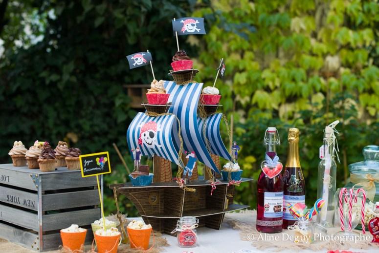 festibar, site internet, achat decoration anniversaire, sweet table, site internet, idée, candy bar, cake pops, cupcakes, etiquettes personnalisables champagne, anniversaire garçon, thème pirate, paris, photo, aline deguy
