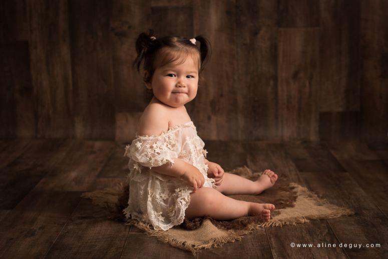 photographe bébé Rueil, studio photo bébé, bébé un an, premier anniversaire, anniversaire bébé, photos anniversaire bébé, sourire de bébé, bébé métissé