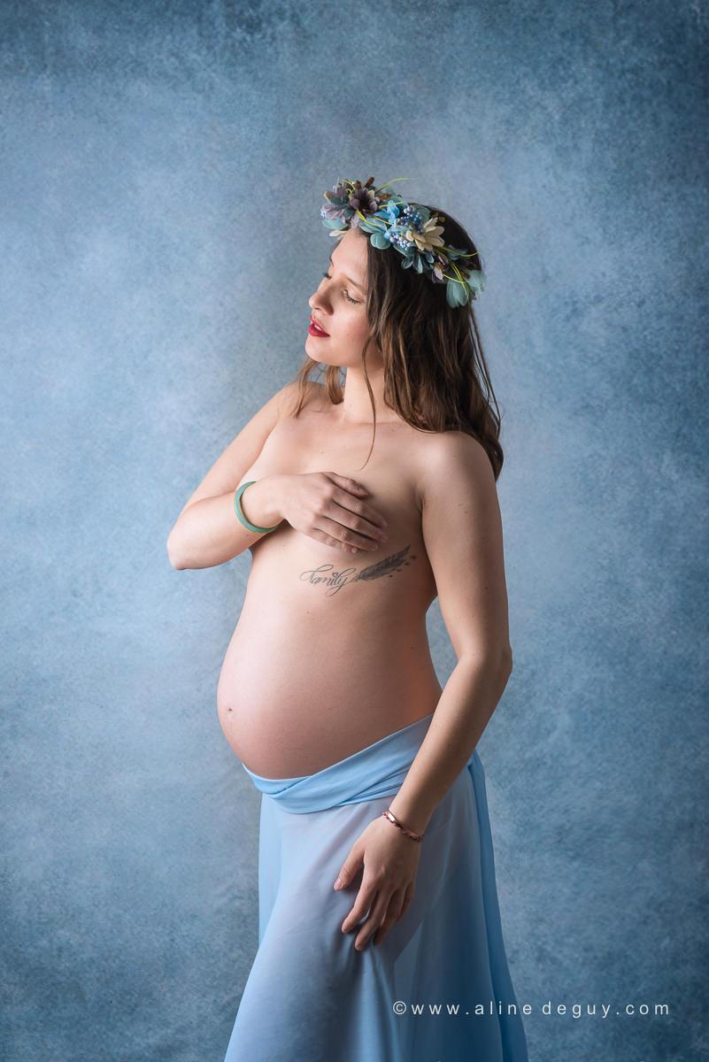Photographe femme enceinte, femme enceinte avec couronne de fleurs