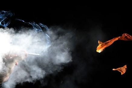 Balonul umflat cu fum de tigara