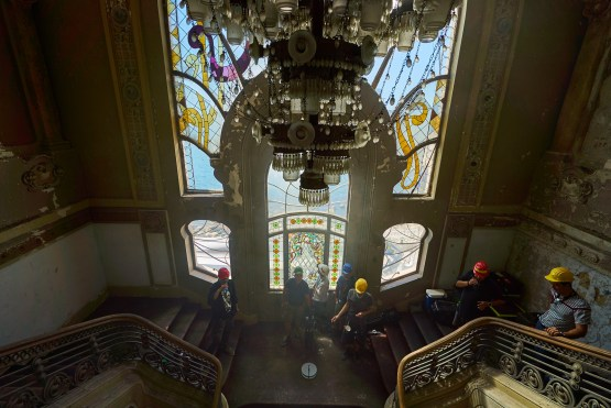 Camera position near the great stained glass of the staircase