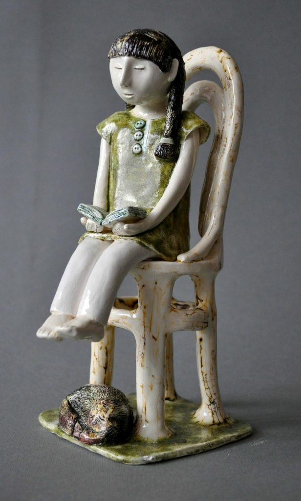 figurative-ceramics - 5.The-girl-reading-the-book.-h18-20.-