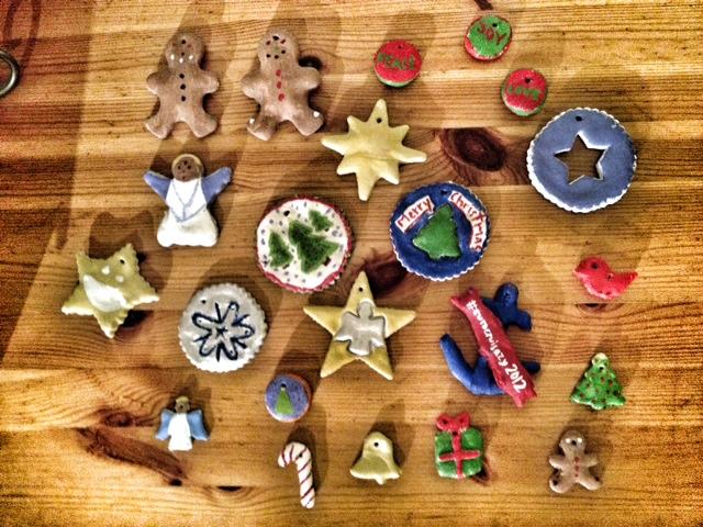 salt dough ornaments, christmas crafts, handmade christmas ornaments, christmas with children