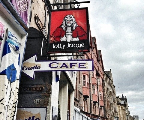 Jolly Judge, Hidden Letter in Edinburgh, AlisonChino.com