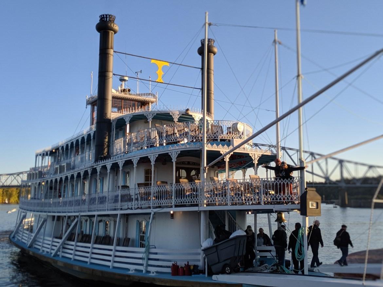 Riverboat Cruise00100lPORTRAIT_00100_BURST20191017173457321_COVER