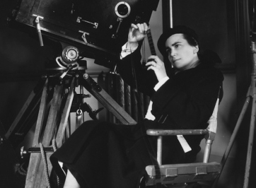 Dorothy Arzner directing a film