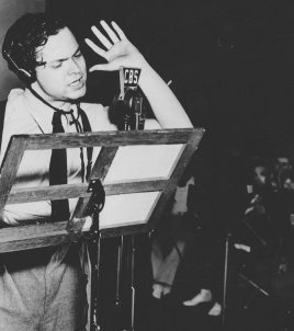 narrator recording war of the worlds