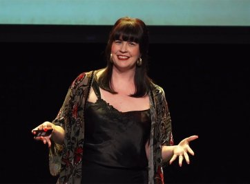Caitlin Doughty speaking to audience