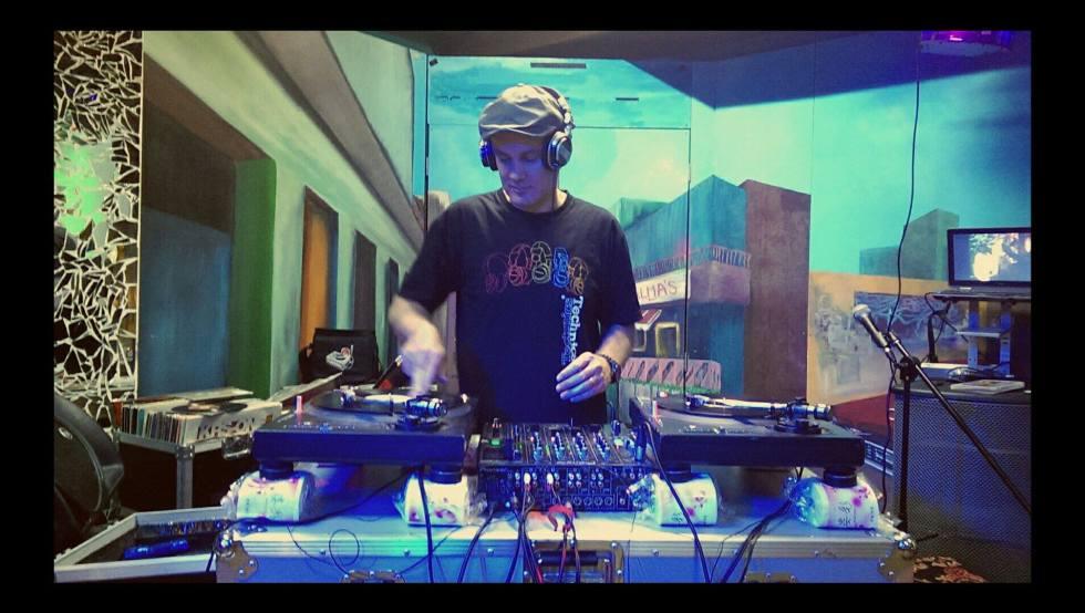 DJ ANDREW M (1)