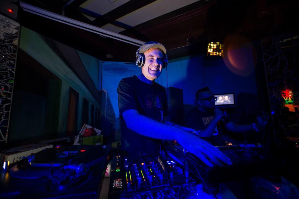 DJ ANDREW M (2)