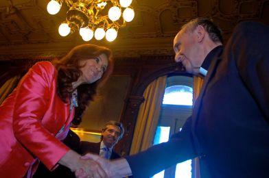 (Above: President Cristina Fernandez de Kircher meets Pope Francis, then Cardinal Bergoglio)