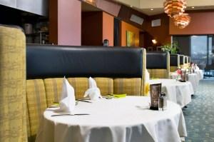האם מותר לקבוע פגישה עסקית במסעדה לא כשרה?