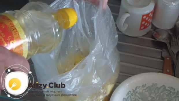 Před vařením brambor v mikrovlnné troubě, dát ji do obalu