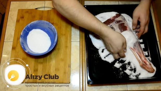 Marinieren Sie das Fleisch nach dem Rezept, um zu Hause Jamon zuzubereiten