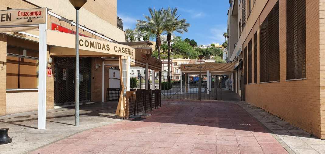 Comercios cerrados en San Juan de Aznalfarache.