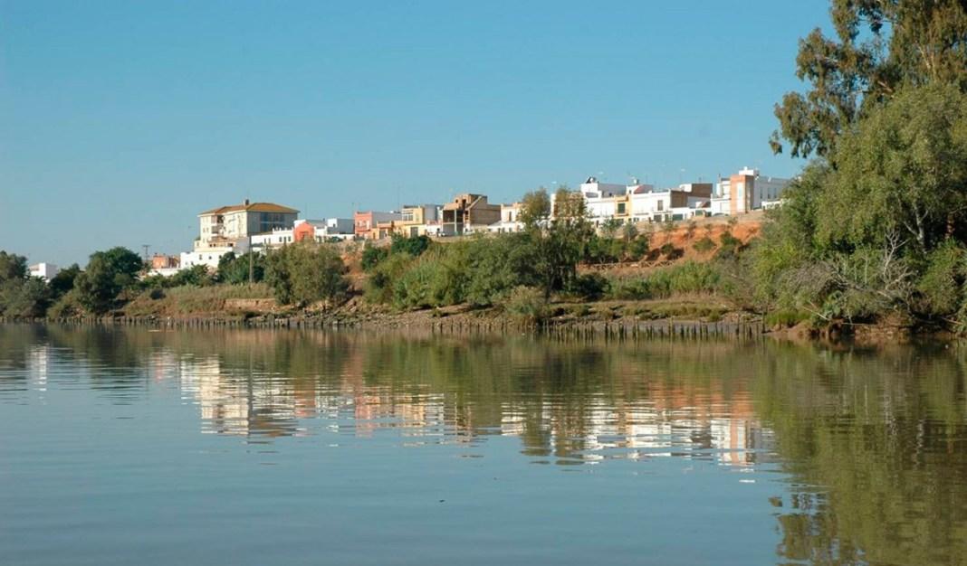 La Puebla del Río desde el Guadalquivir.
