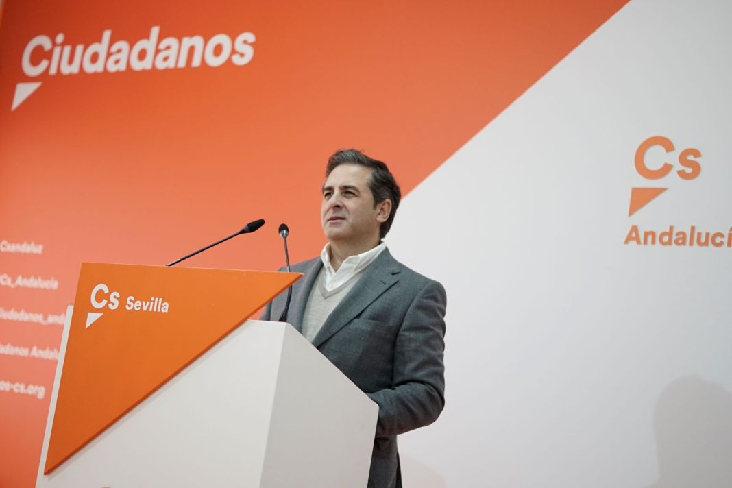Ángel Mayo en la sede de Ciudadanos Sevilla.