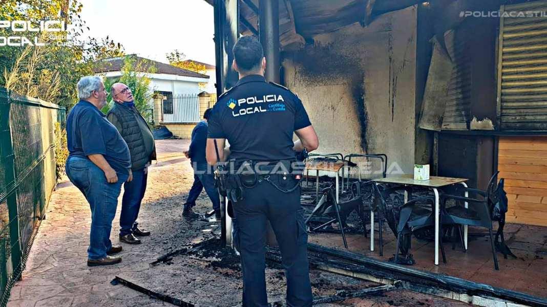 Estado del kiosco de Castilleja de la Cuesta tras el incendio
