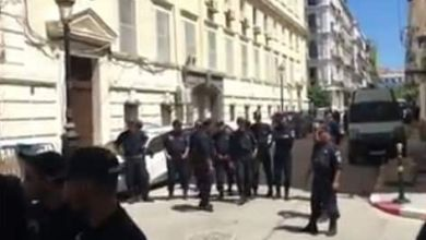 Photo of تعزيزات أمام محكمة عبان رمضان وبداية التحقيق مع زوخ ونجله ونجل أويحيى في قضايا فساد