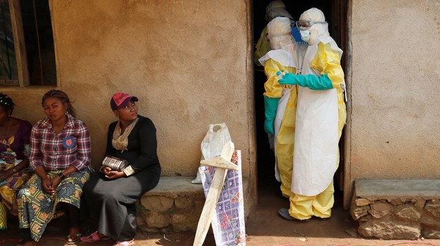 Healthcare workers enter a house where a baby suspected of dying of Ebola is, during the funeral in Beni, North Kivu Province of Democratic Republic of Congo, December 18, 2018. REUTERS/Goran Tomase