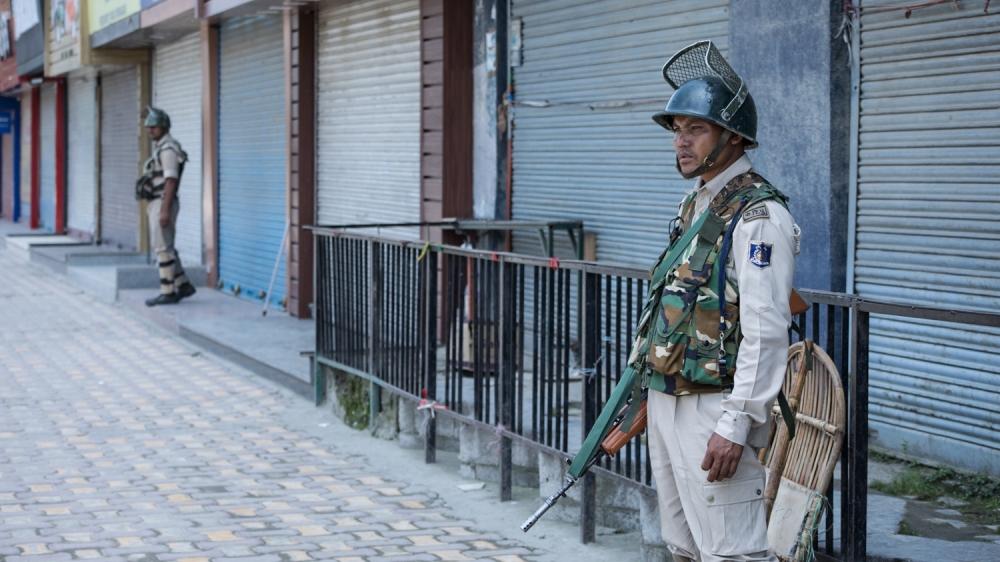Kashmir Curfew [Baba Tamim/Al Jazeera]