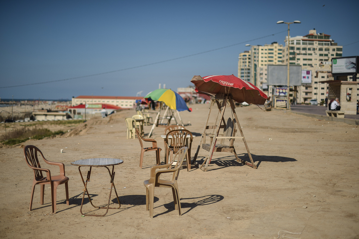 Beach stalls are common in Gaza and are usually heaving with customers drinking tea and smoking shisha, especially in spring. These days, they stand deserted. [Abed Zagout/ICRC]